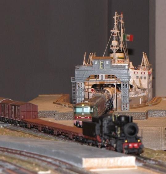 18 -> 28 dicembre 2009 l'AFS in mostra al Centro Commerciale Tremestieri - Pagina 3 Img_4110