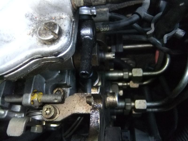 [résolu]Mauvais démarrage à froid, fuite sur capuchon noir pompe injection Dscf1611