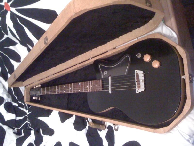 Chan's Guitars Photo11