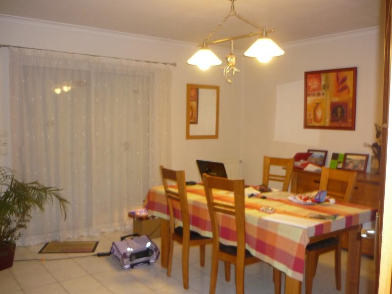 comment peindre un salon salle a manger tout en longueur ? P1050916