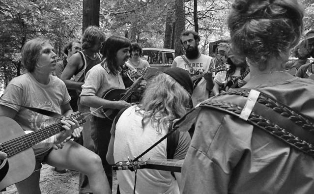 1973, vieux-z'hippies Dews-h10