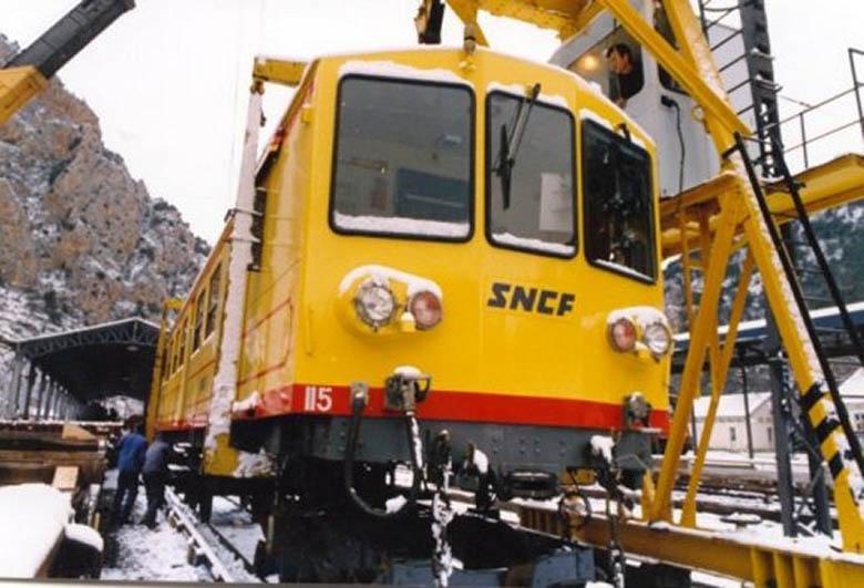 Photos du déchargement de la Z 115 en gare de Villefranche Vernet les Bains Manule10