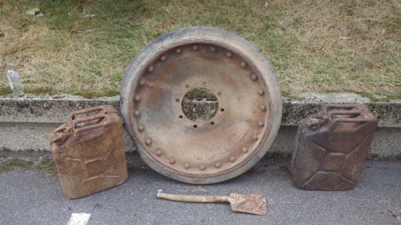 galet de char et jerrycan Imgp6512
