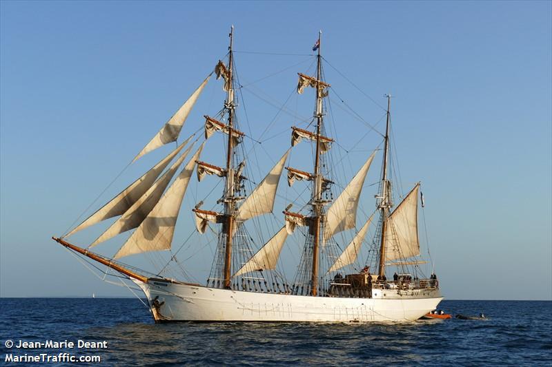 [ Marine à voile ] Vieux gréements - Page 9 Lefran10