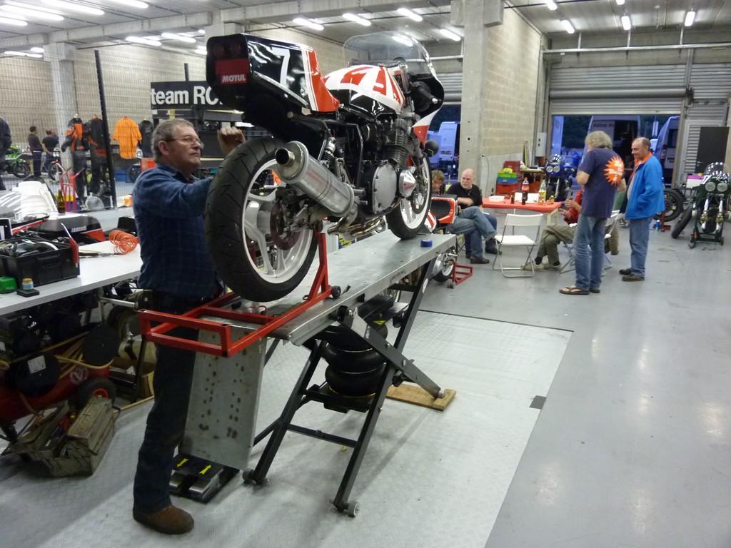 Photos de nos garages/ateliers - Page 27 Table_11