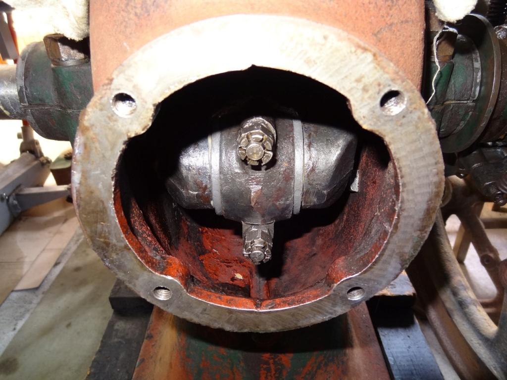 Reservoir d'huile souillé sur A65L de 71 Carter10