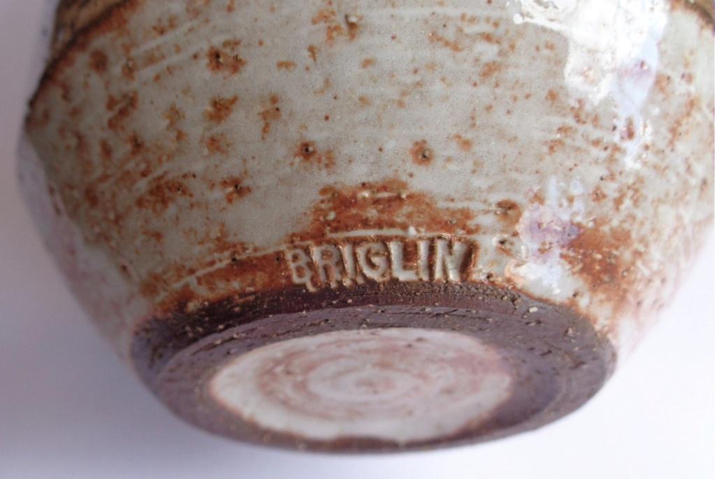 Briglin Pottery (London) - Page 9 Bsv210