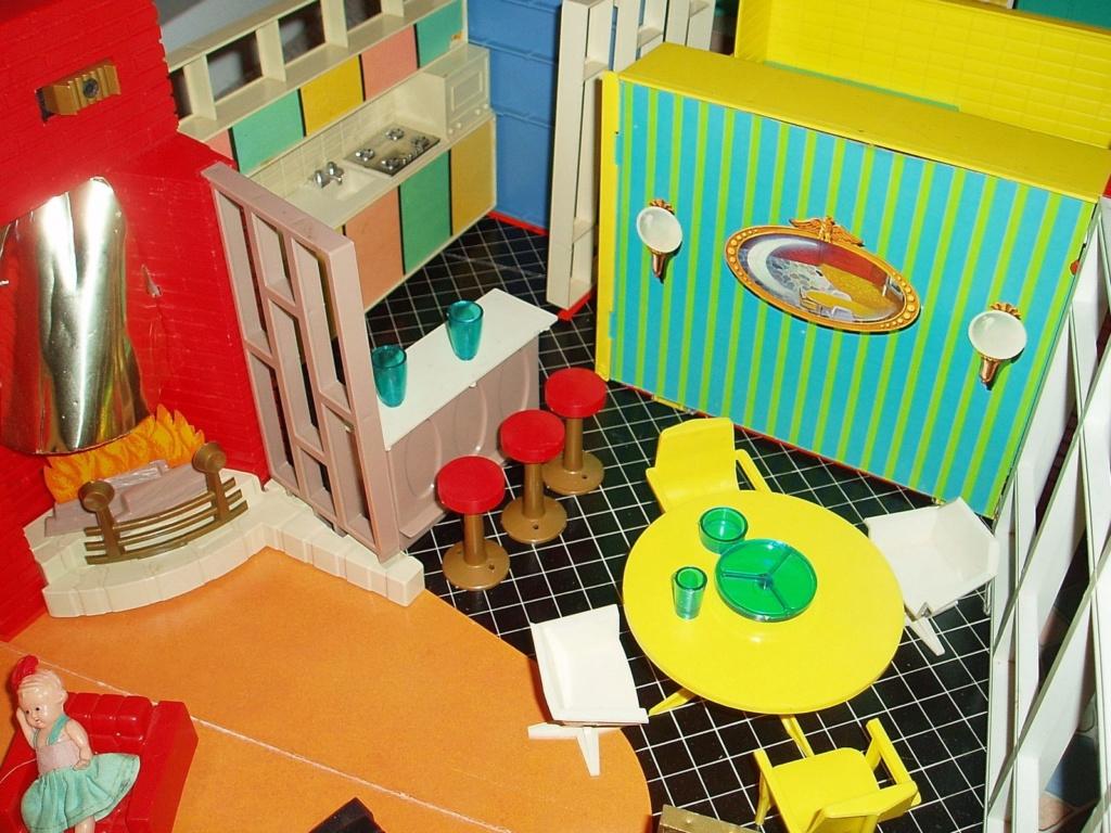Debbie's Dream House - plastic mid-century mod showplace from Marx Toys - 1963 03480f10