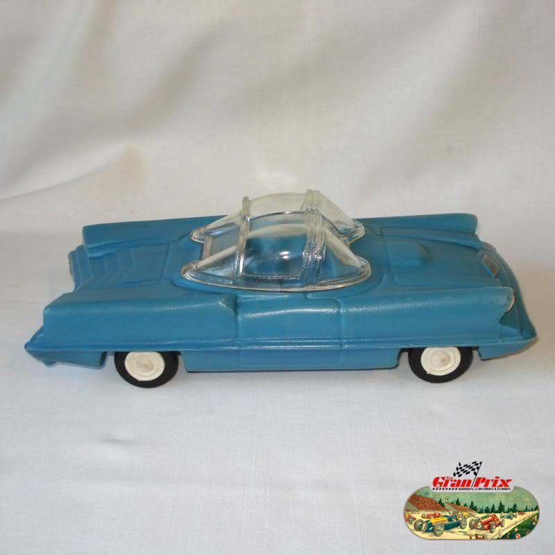 "1950's UNUSUAL LINCOLN FUTURA FUTURISTIC AUTOMOBILE PLASTIC TOY CAR  (LONG 11"")- MADE IN ARGENTINA BY 33C0 117"