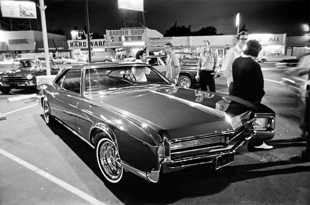 Cruising Van Nuys Boulevard In 1972 - Rick McCloskey photograph 11870010
