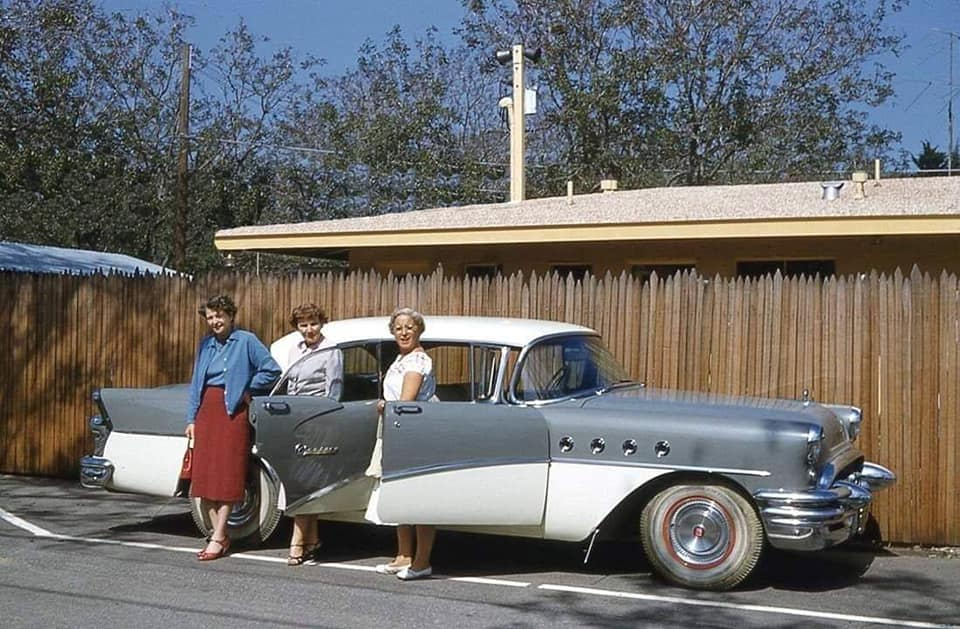 fifties & early sixties cars in situation - Vintage pics - Page 4 12836310