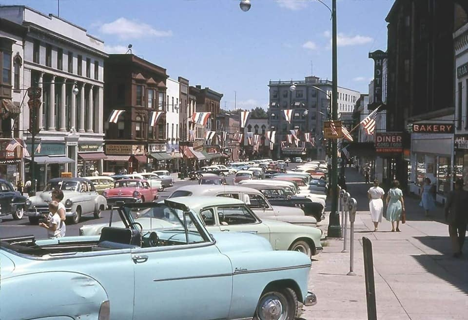 Rues fifties et sixties avec autos - 1950's & 1960's streets with cars - Page 6 12859410