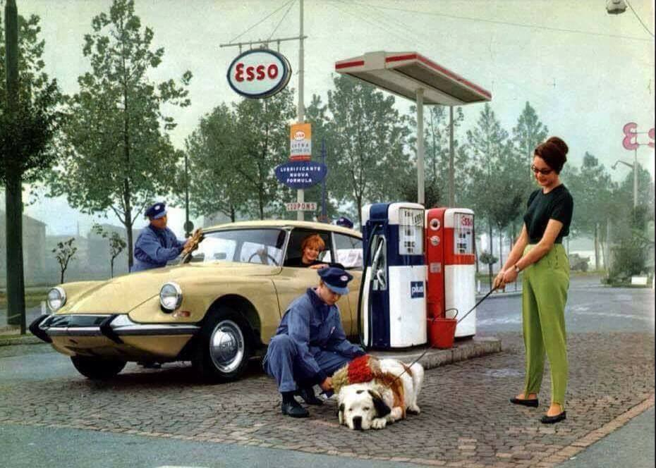 fifties & early sixties cars in situation - Vintage pics - Page 5 13112910