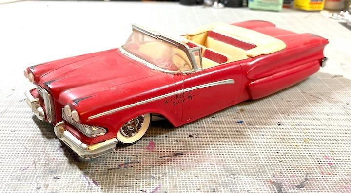 Vintage built automobile model kit survivor - Hot rod et Custom car maquettes montées anciennes - Page 14 16072010