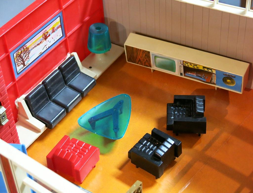 Debbie's Dream House - plastic mid-century mod showplace from Marx Toys - 1963 16421910