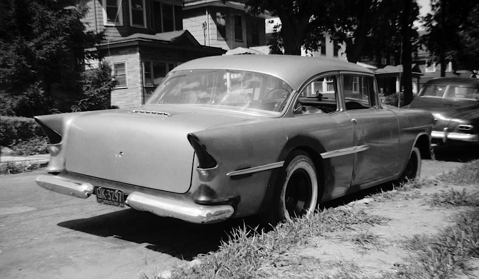 custom cars in the street - in situation ( vintage pics 1950's & 1960's)  - Page 7 16554610
