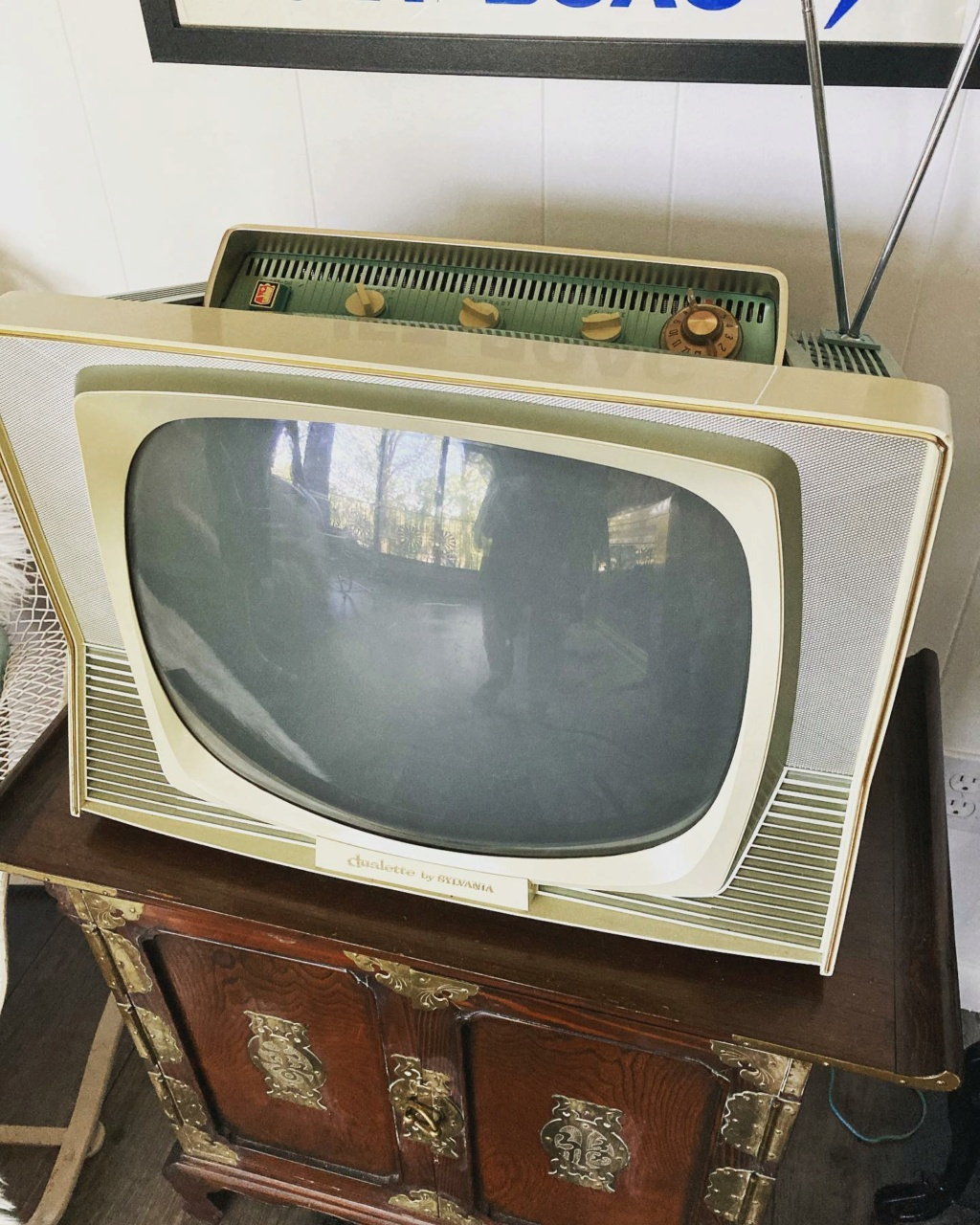 Téloches.... Vintage televisions - 1940s 1950s and 1960s tv - Page 4 17151510