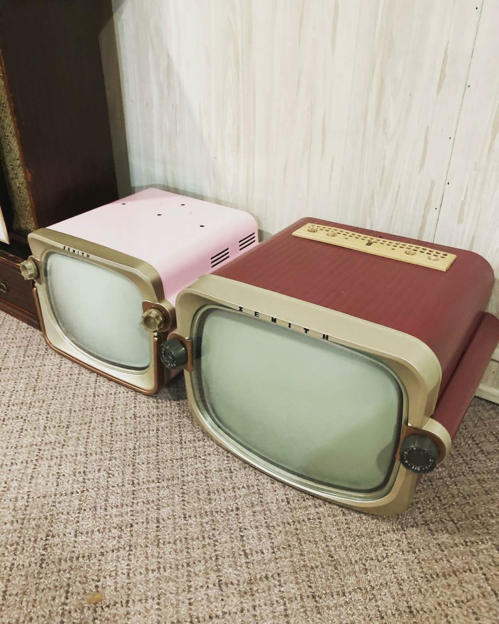 Téloches.... Vintage televisions - 1940s 1950s and 1960s tv - Page 4 17160311
