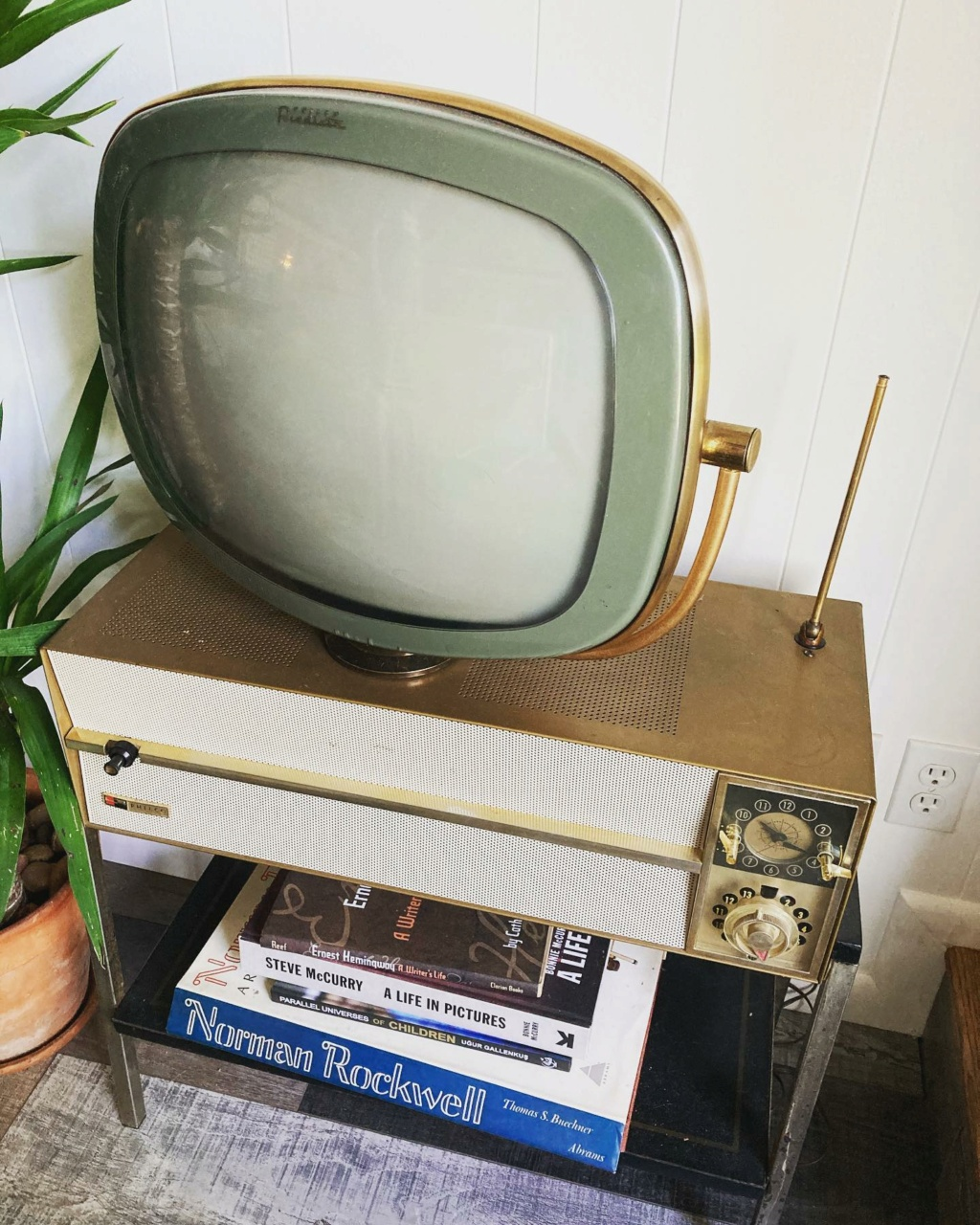 Téloches.... Vintage televisions - 1940s 1950s and 1960s tv - Page 4 17179510