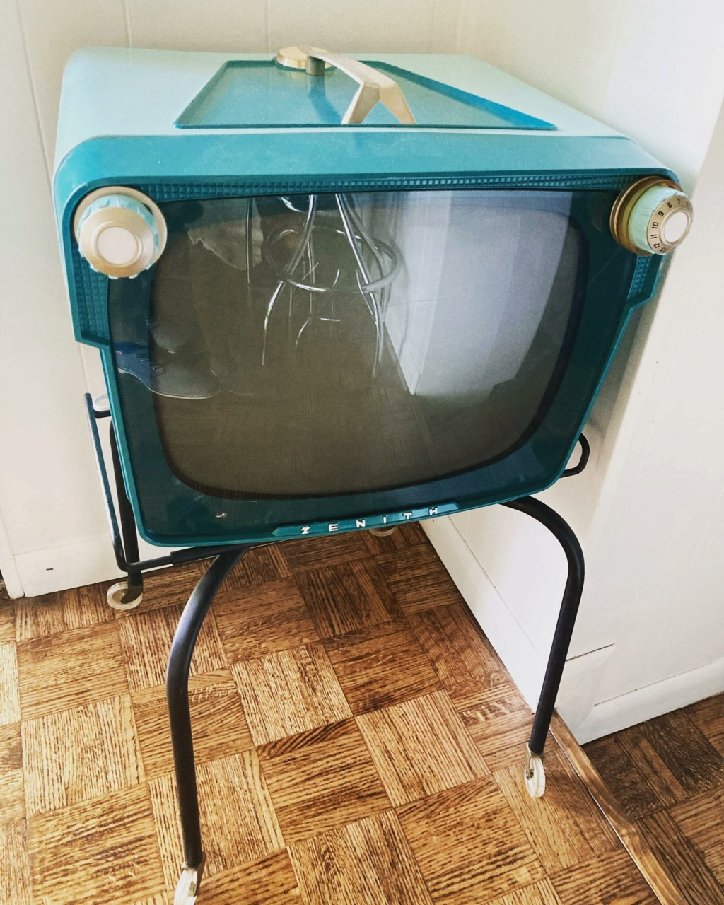 Téloches.... Vintage televisions - 1940s 1950s and 1960s tv - Page 4 17219610