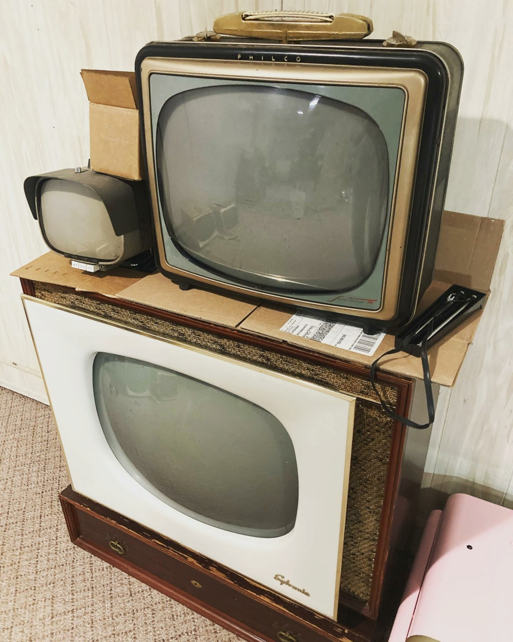 Téloches.... Vintage televisions - 1940s 1950s and 1960s tv - Page 4 17220010