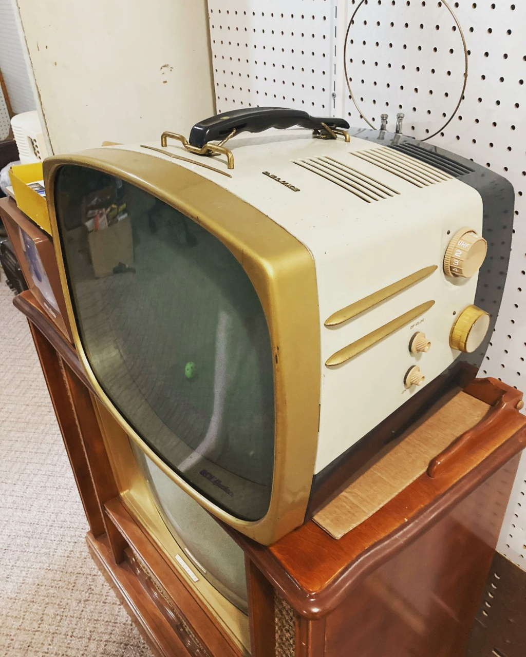 Téloches.... Vintage televisions - 1940s 1950s and 1960s tv - Page 4 17233110