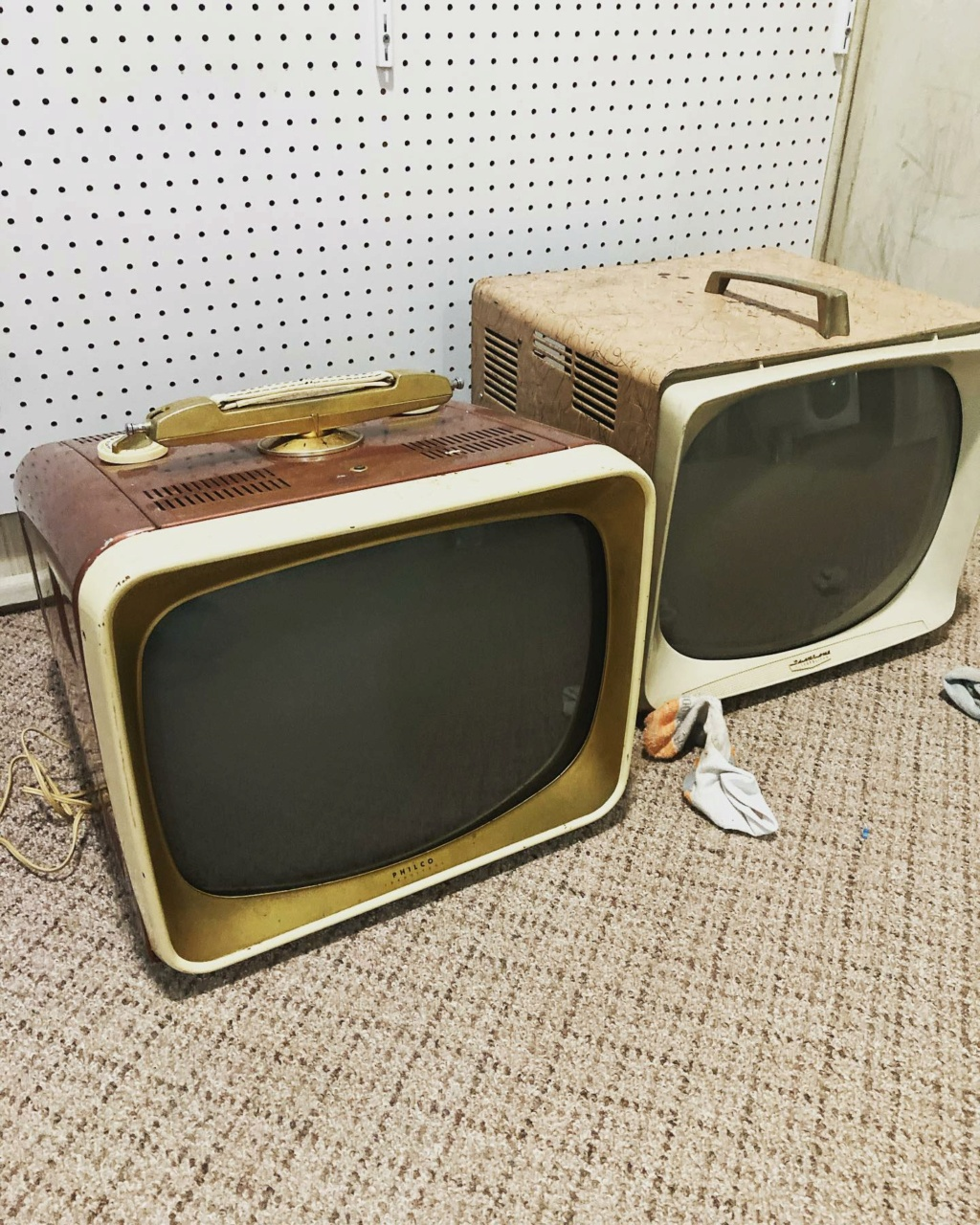 Téloches.... Vintage televisions - 1940s 1950s and 1960s tv - Page 4 17253110