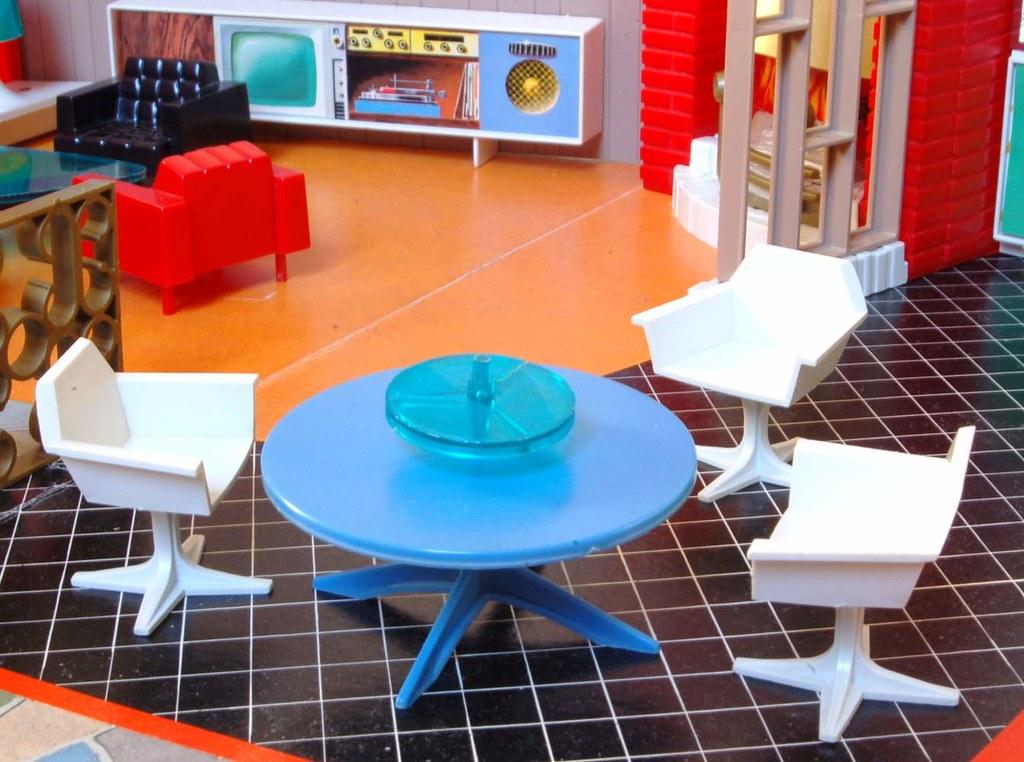 Debbie's Dream House - plastic mid-century mod showplace from Marx Toys - 1963 23504110