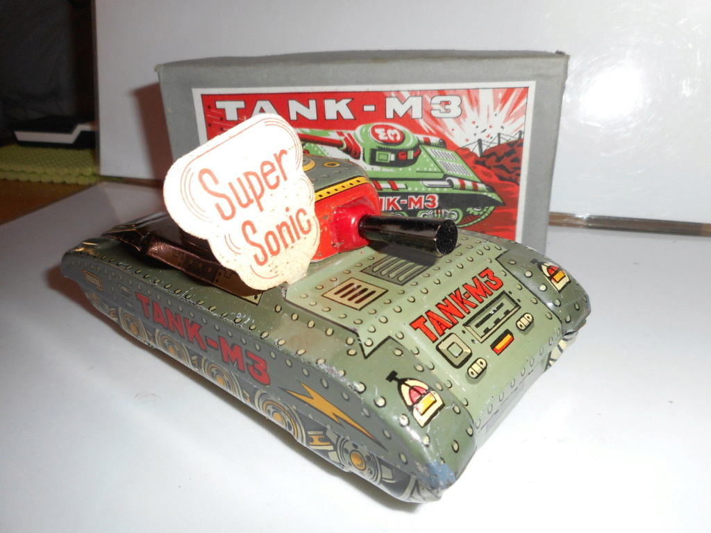 Tank-M3 - Modern Toys -  Made in Japan - Tin toys 60s 2413