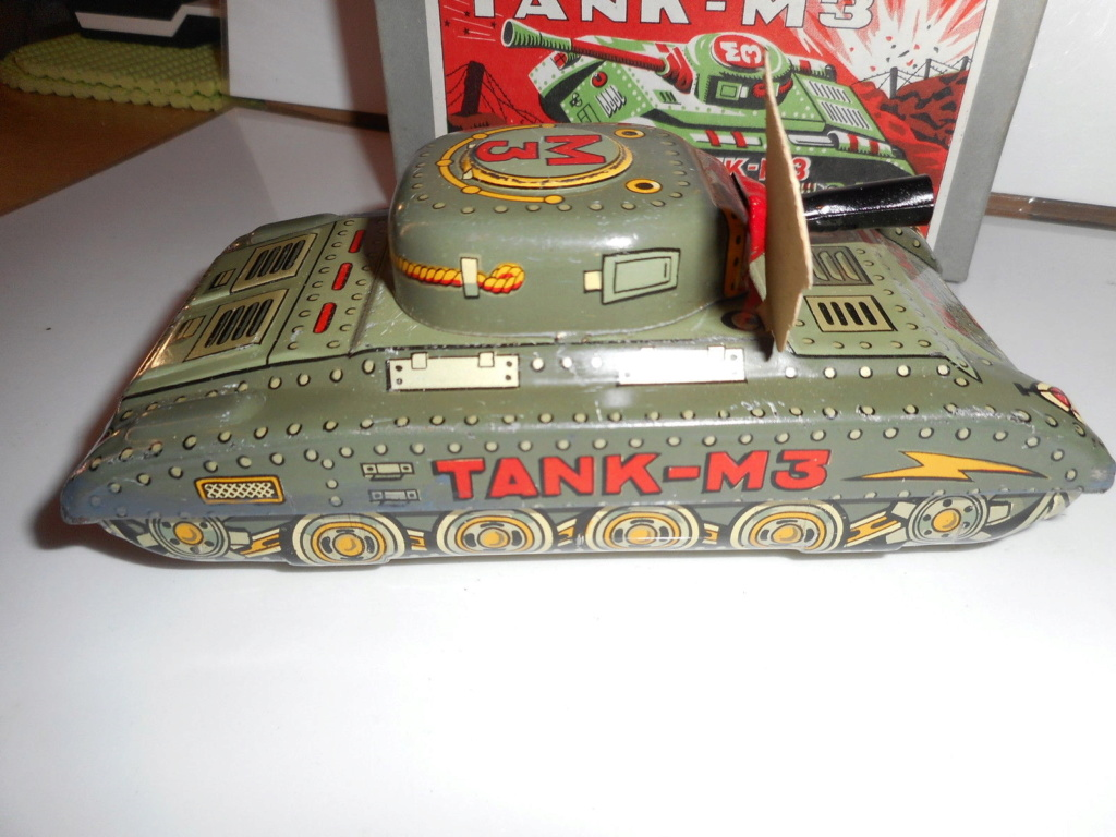 Tank-M3 - Modern Toys -  Made in Japan - Tin toys 60s 2513
