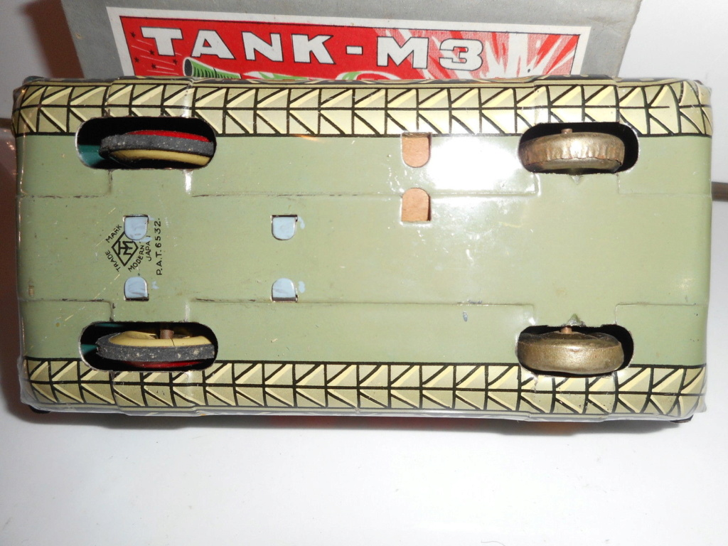Tank-M3 - Modern Toys -  Made in Japan - Tin toys 60s 2813