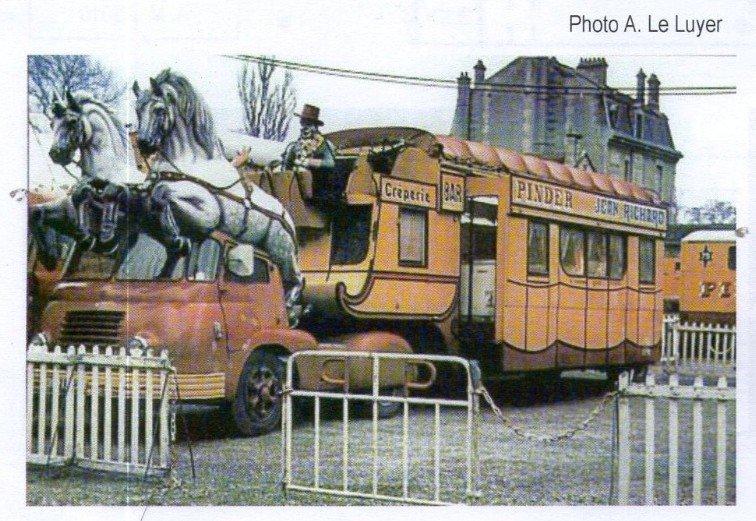 Berliet TLB Vins du Postillion - Tour de France - caravane publicitaire 32295611