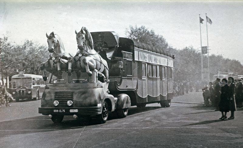 Berliet TLB Vins du Postillion - Tour de France - caravane publicitaire 32295612