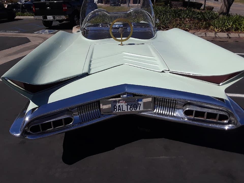 Lincoln Futura replique - Gotham Garage 41833310