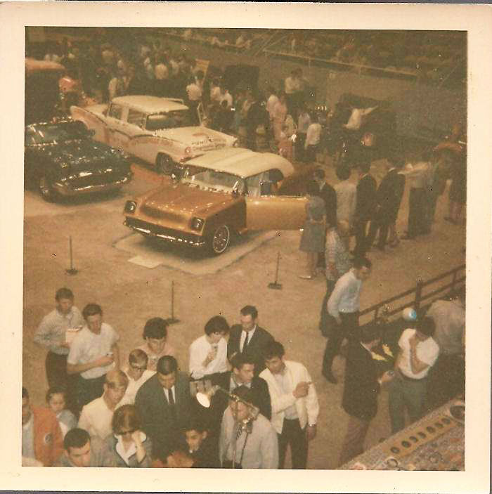 Vintage Car Show pics (50s, 60s and 70s) - Page 21 44961910