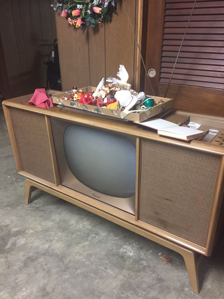 Téloches.... Vintage televisions - 1940s 1950s and 1960s tv - Page 4 46507610