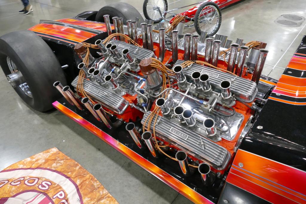 Tommy Ivo 'T.V.' Showboat - dragster with four (4) V8 49557011