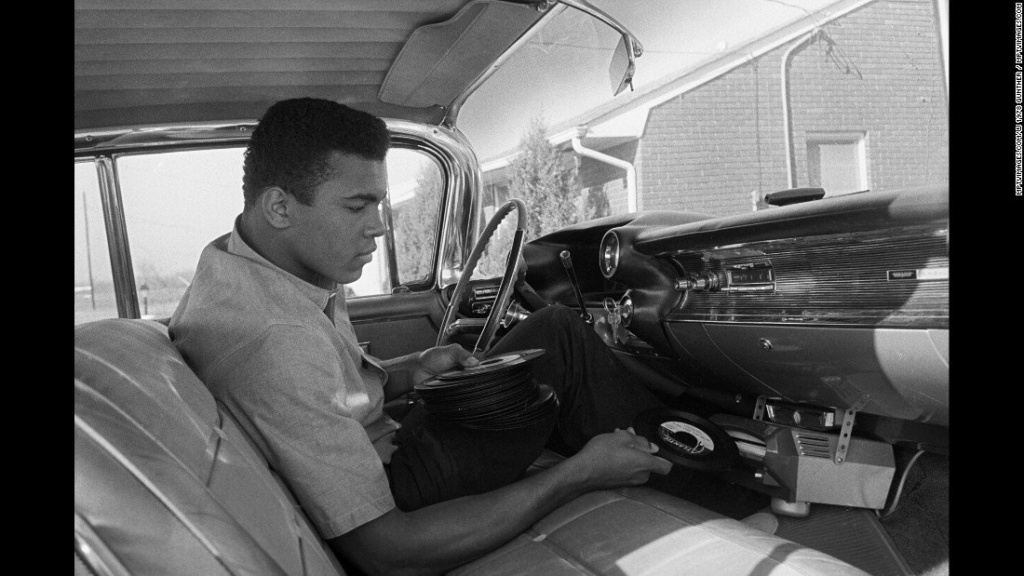 "Nov 1, 1960; Louisville, KY, USA - Mohamed Ali ""Cassius Clay"" & Cadillac 1959 "" A pink Cadillac for mom "" 55445010"