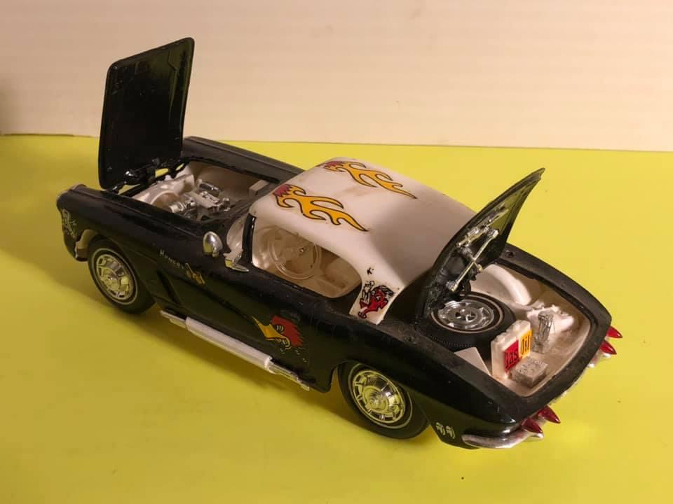 Vintage built automobile model kit survivor - Hot rod et Custom car maquettes montées anciennes - Page 12 57101510