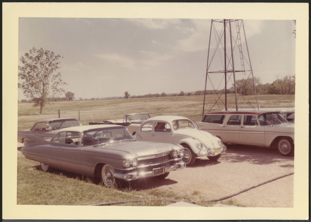 fifties & early sixties cars in situation - Vintage pics - Page 4 61b_vw10