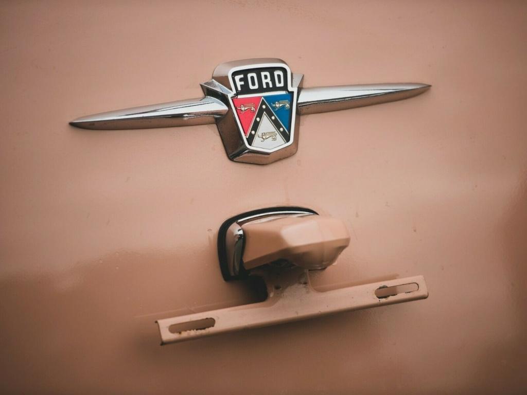 Ford: 1956 Eight Passenger Country Sedan 65410
