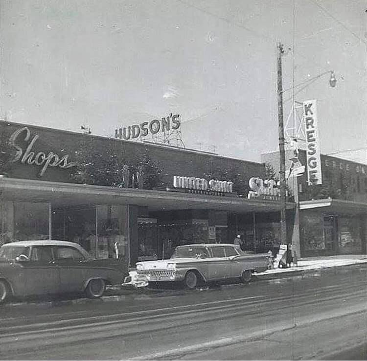 Rues fifties et sixties avec autos - 1950's & 1960's streets with cars - Page 5 69254910