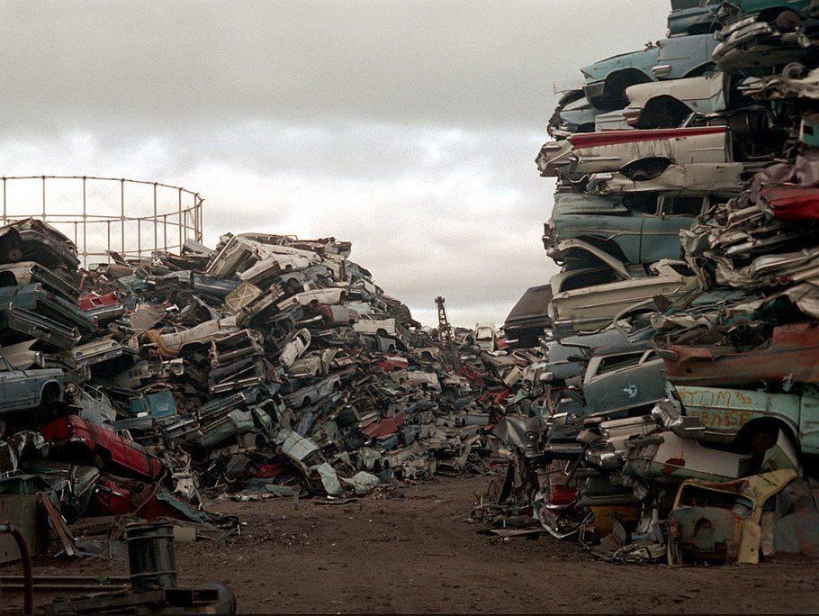 Los Angeles scrap yard 1972 - Cimetière de voitures (casse auto) à Los Angeles plein de voiture américaines 50s et début 60s 70325910