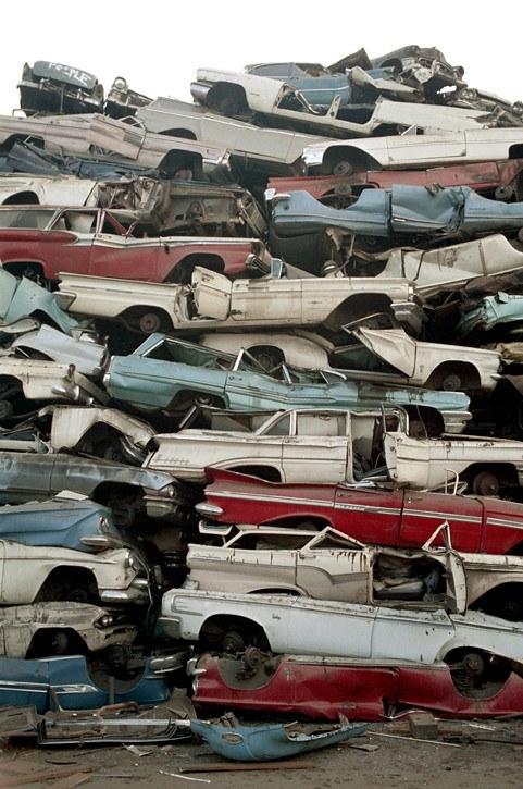 Los Angeles scrap yard 1972 - Cimetière de voitures (casse auto) à Los Angeles plein de voiture américaines 50s et début 60s 70438610