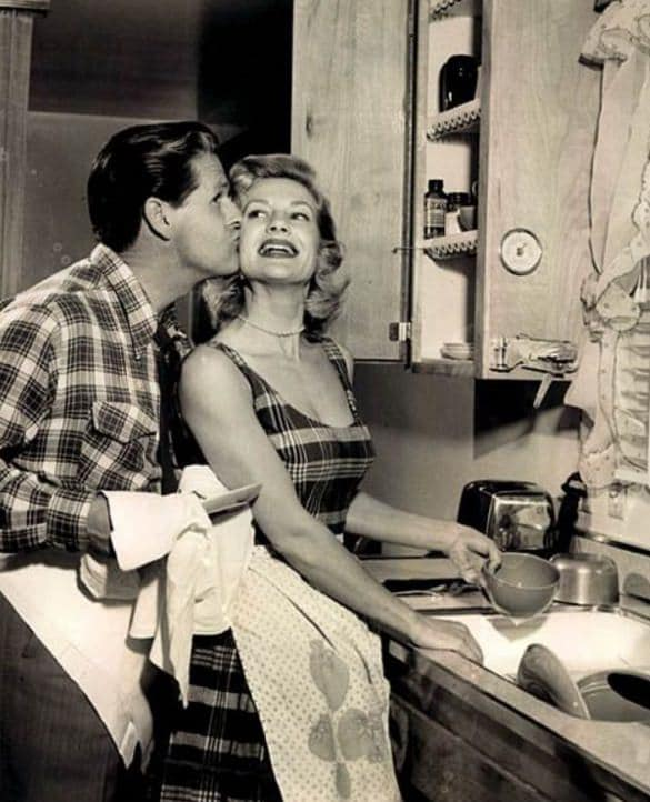 """Mai 1955, Housekeeping Monthly a publié un article intitulé """"Le Guide De La Bonne Épouse"""" 71510"""