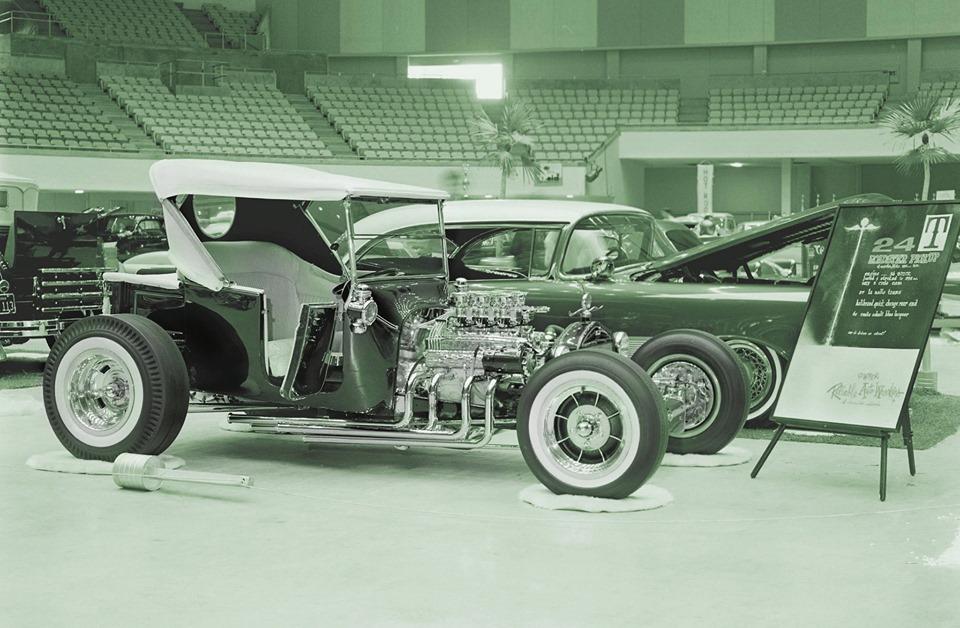 Vintage Car Show - Page 22 72279810
