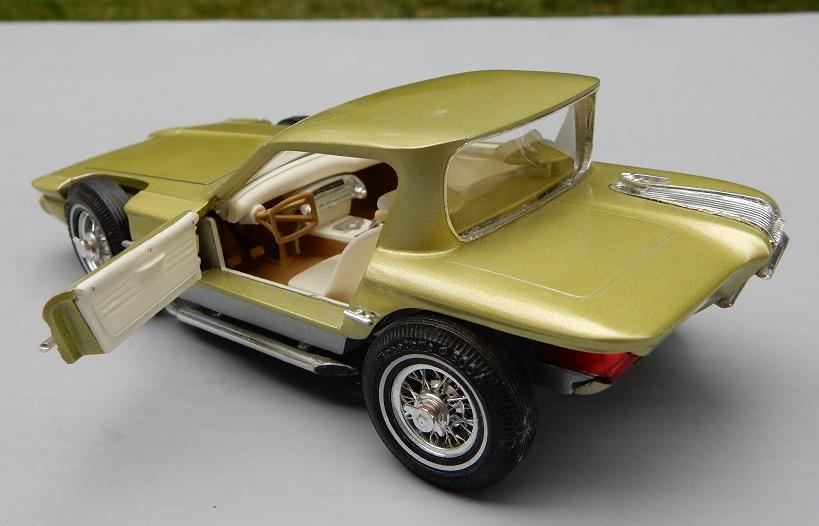 Vintage built automobile model kit survivor - Hot rod et Custom car maquettes montées anciennes - Page 14 81213110