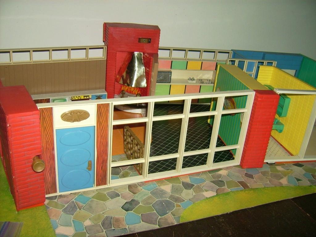 Debbie's Dream House - plastic mid-century mod showplace from Marx Toys - 1963 8abe1711