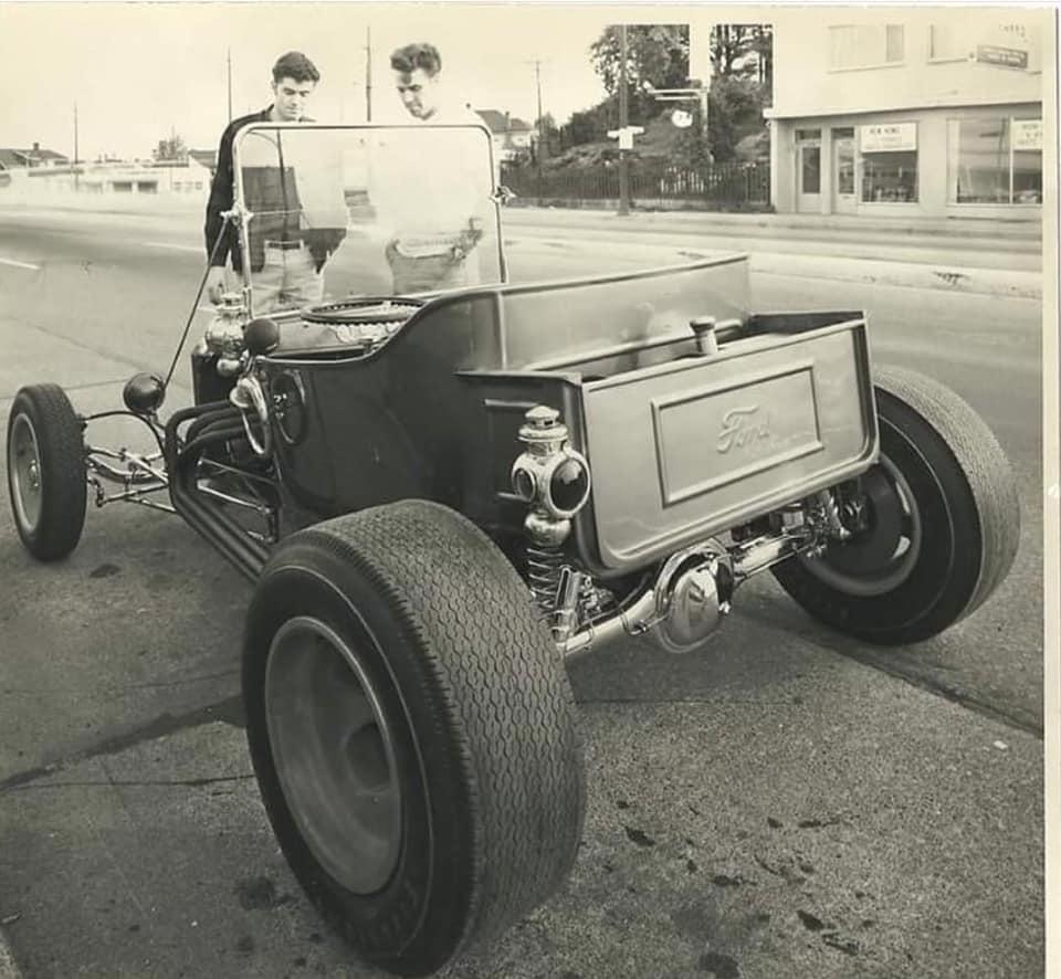 "Hot rod in street - Vintage pics - ""Photos rétros"" -  - Page 6 93053410"
