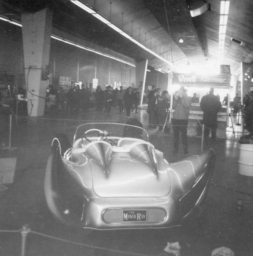 John Burnes, The Manta Ray - 32 Ford radical show rod Bat - Toronto, Ont. Car Craft, Jul 1963 95396510